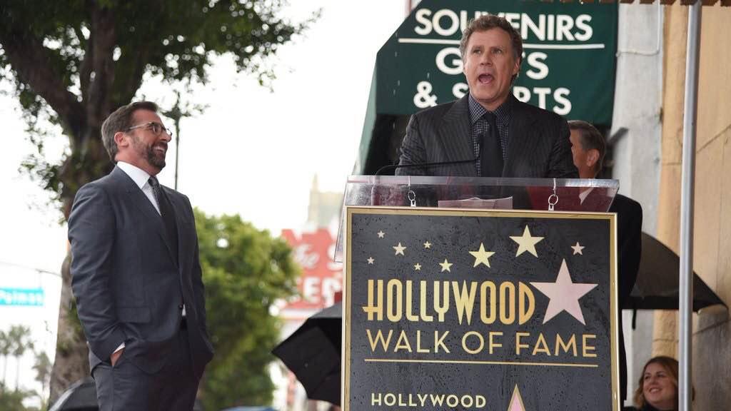 Ron Burgundy se pointe sur le Walk of Fame à l'inauguration de la plaque de Steve Carell