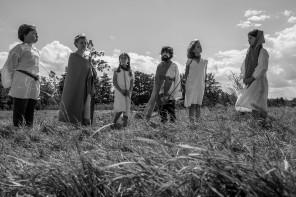 Les filles au Moyen-Age : Le Père, le Fils, la Saint Esprit, et Darty