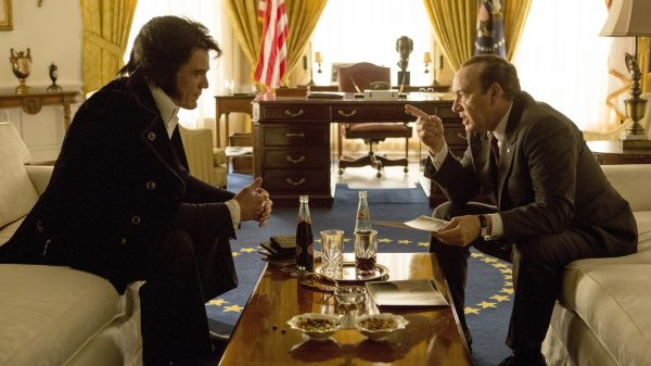 Michael Shannon as Elvis Presley and Kevin Spacey as Richard Nixon in Elvis